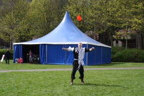 Jugglers, Musicians and Authors join Arthur'sCourt