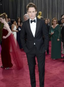 eddie-redmayne-oscars-2013-red-carpet-arrivals--1361753163-view-3